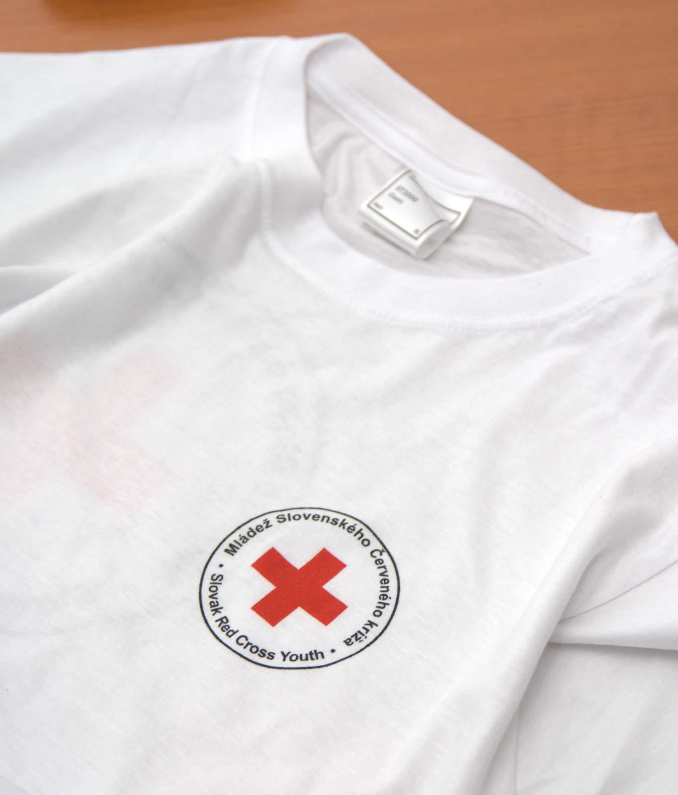 43f8abeebc4f Mládež červeného kríža sa potešila novým bielym tričkám