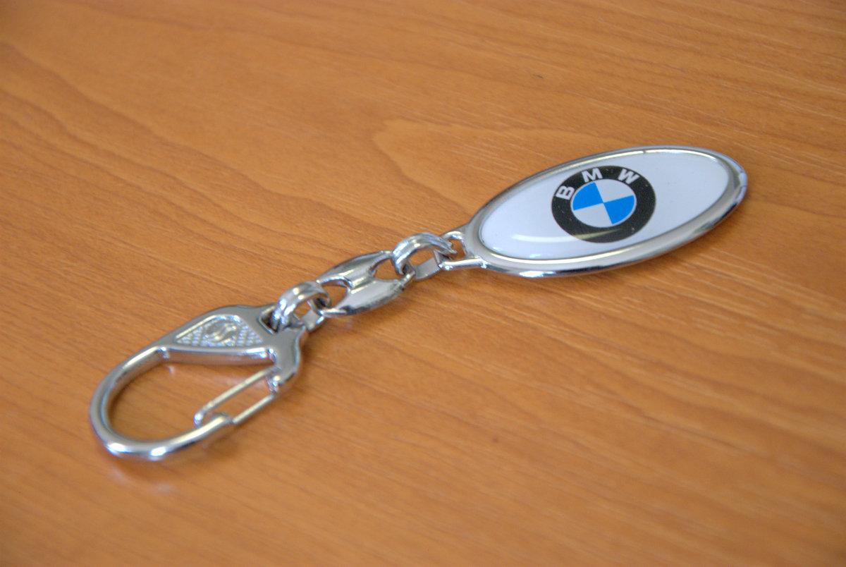 ... Kovový prívesok na kľúče so živicovou nálepkou ... cb15bd82881
