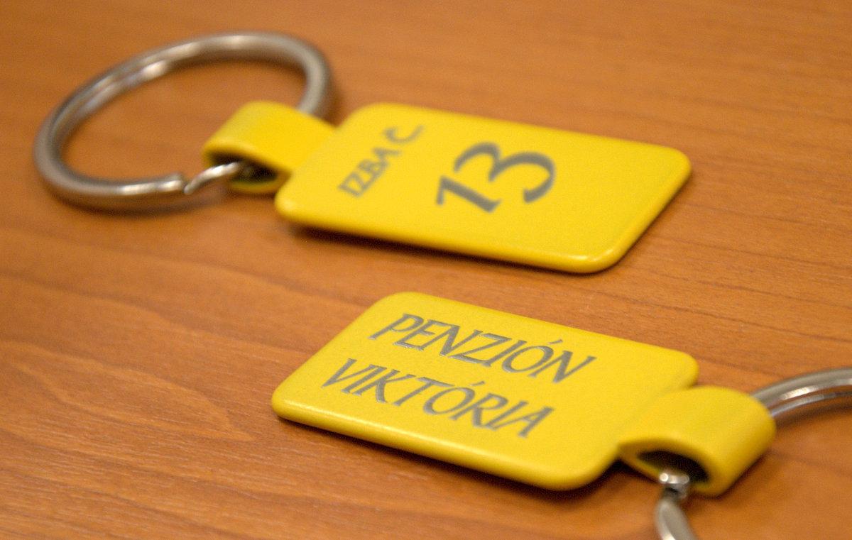 Kvalitná kovová kľúčenka pre Penzión Viktória c741ec245fa