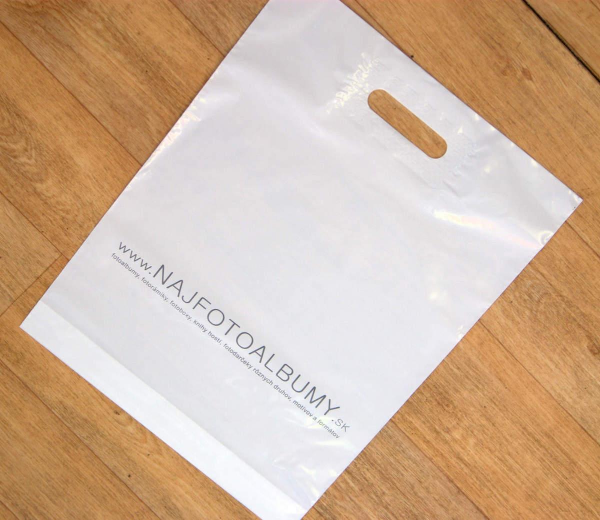 479cce794b Biele igelitové tašky s potlačou pre firmu NAJFOTOALBUMY.SK