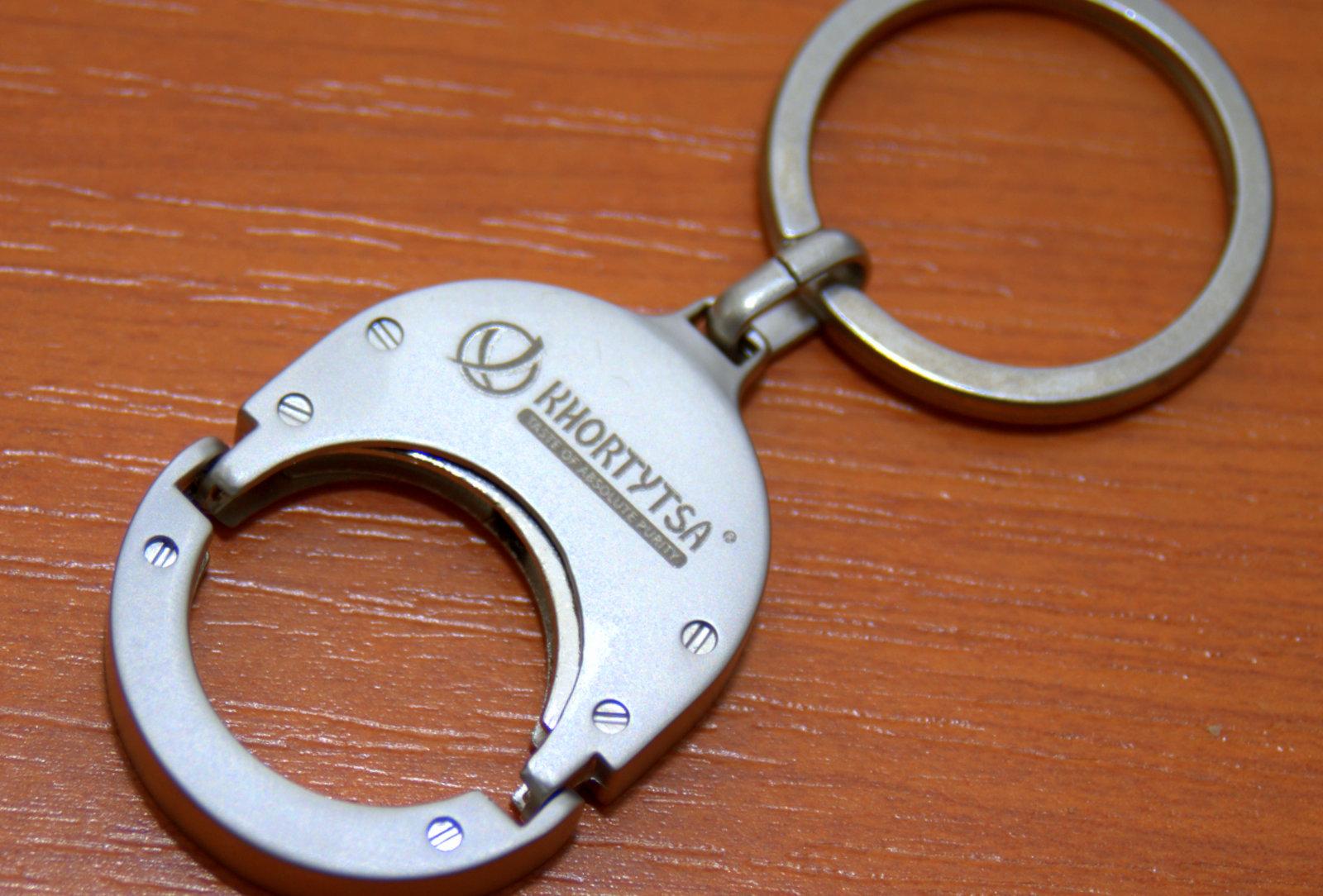 Kľúčenka gravírovaná logom Khortytsa  ef112967199