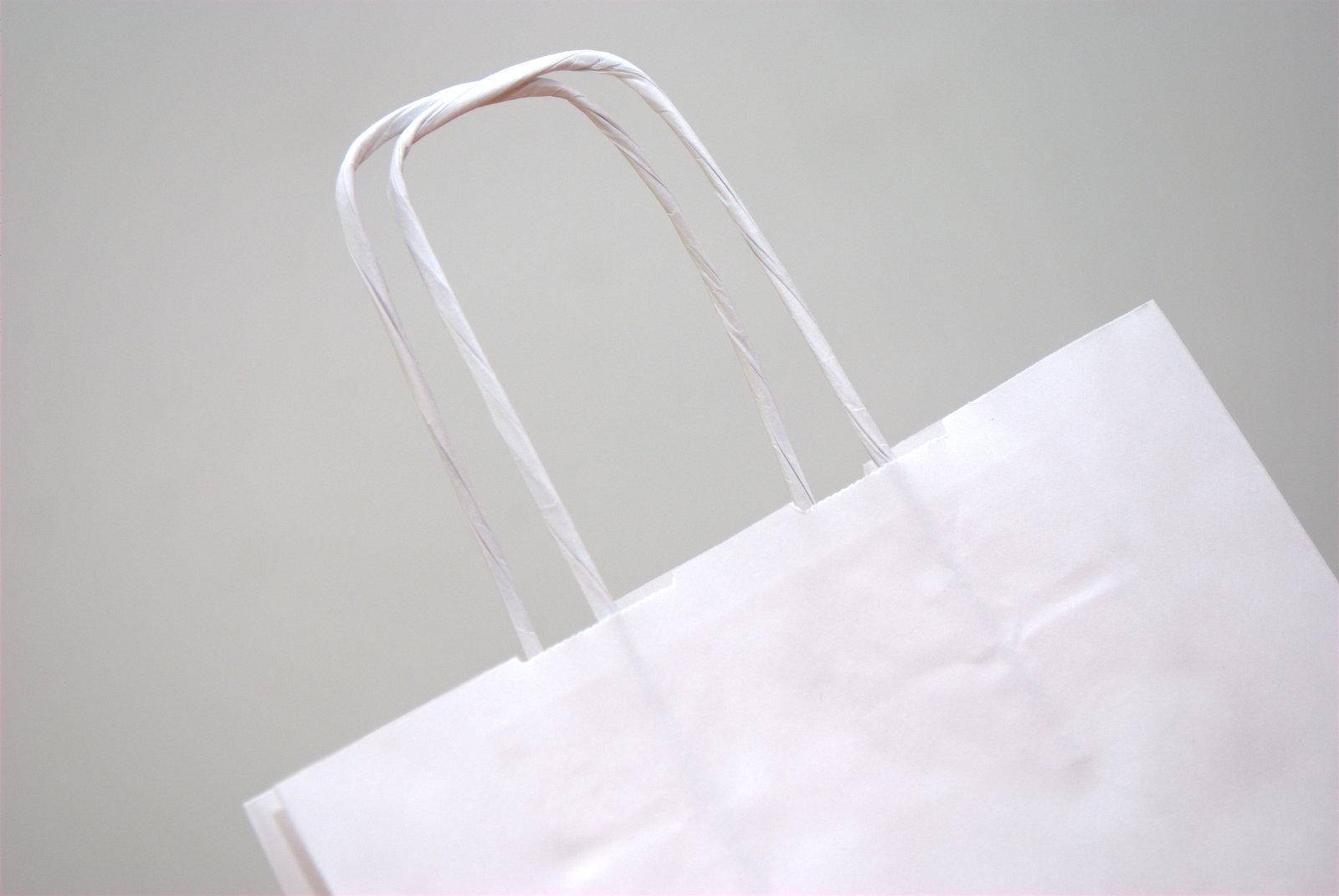 3388b71d9 Tašky z papiera s krúteným uchom sú najlacnejším variantom spomedzi  papierových tašiek