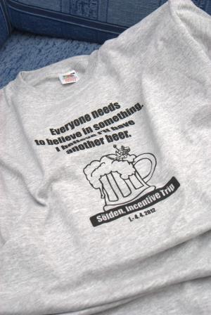 d0860cd143b4 Dvojfarebné tričko s bundami a šiltovkou Can-Am Bratislava · Firemné tričko  na teambuilding Bratislava