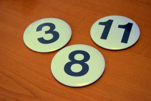 d72b2e62b Okrúhle odznaky s číslami