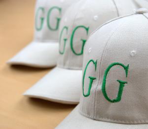 Biele šiltovky so zelenou výšivkou Green Garden Bojnice 4e13981456