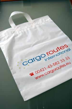 e955d58639 Igelitky s páskovým uchom Cargo Routes. Mini igelitové tašky pre  OptikCentrum Nitra. Igelitové tašky s vianočnou potlačou SungWoo